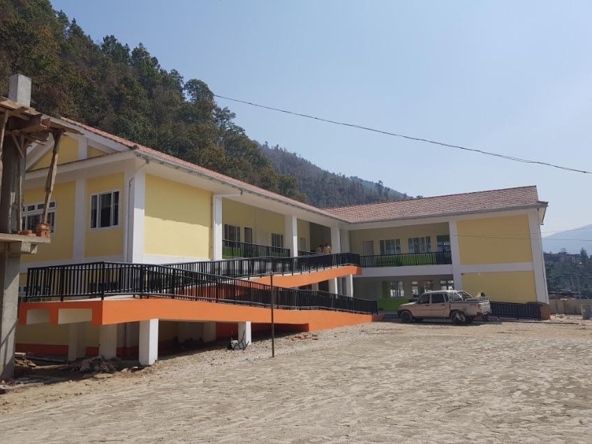 현재 완공된 새 학교 건물