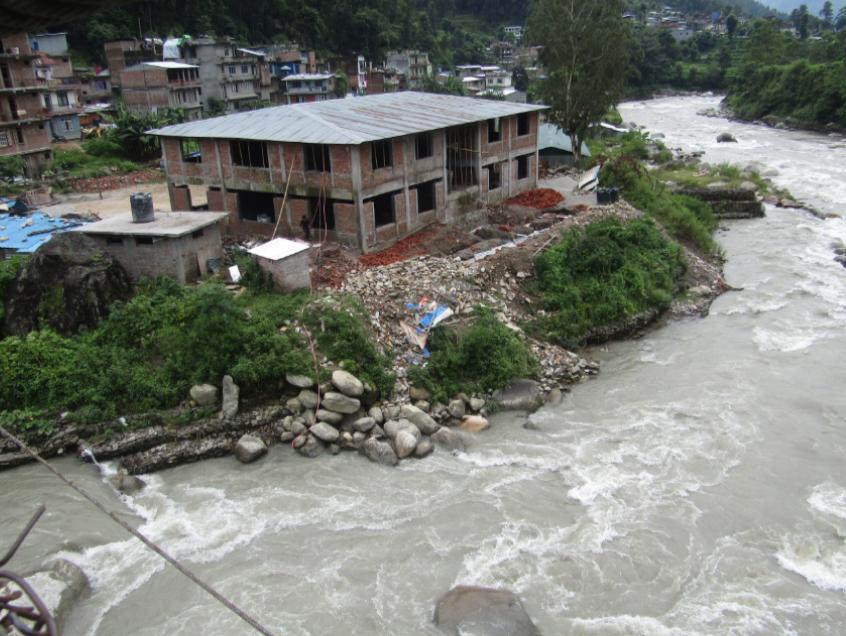 새로 학교를 짓는 모습(2015)